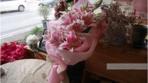 ช่อดอกลิลลี่สีชมพู