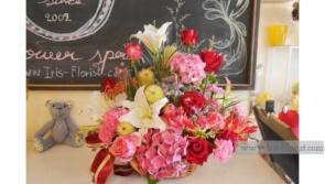 กระเช้าดอกไม้โทนสีแดง ชมพู