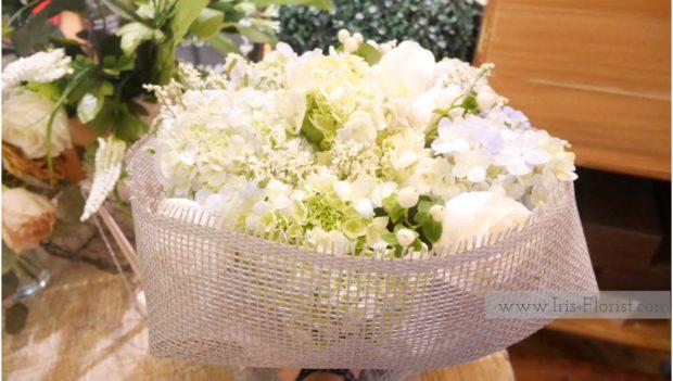 ช่อดอกไม้สีขาว
